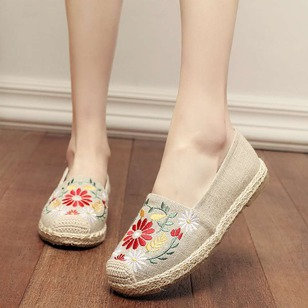 Embroidery Closed Toe Canvas Low Heel Shoes