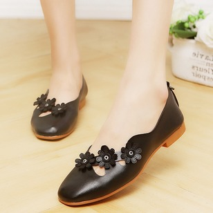 Applique Closed Toe PU Low Heel Shoes