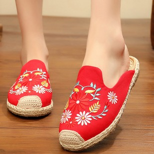 Embroidery Closed Toe Canvas Flat Heel Shoes