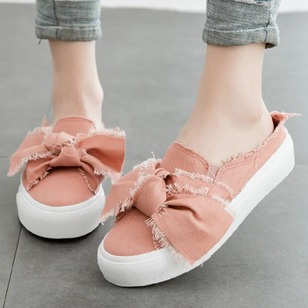 Bowknot Closed Toe Canvas Flat Heel Shoes