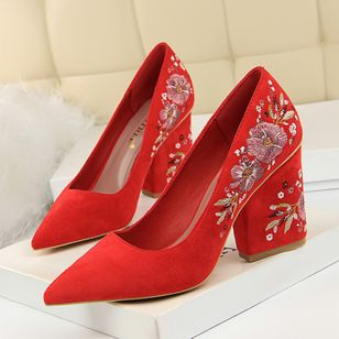 Flower Pointed Toe Chunky Heel Shoes