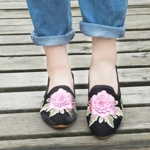 Embroidery Closed Toe Flocking Low Heel Shoes