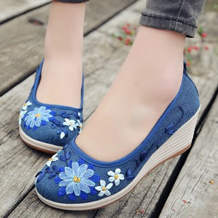 Embroidery Round Toe Cotton Wedge Heel Shoes