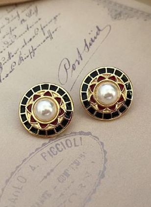 Casual Floral No Stone Stud Earrings (111852991)