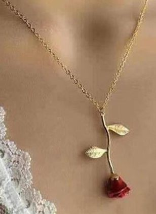 Elegant Floral No Stone Pendant Necklaces (1529986)