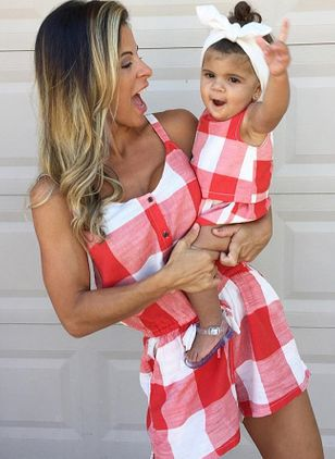 Mommy and Me Plaid Casual Sleeveless Family Outfits (1529645)