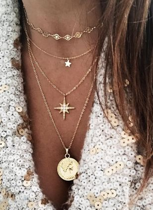 Casual Round Crystal Pendant Necklaces (1530113)
