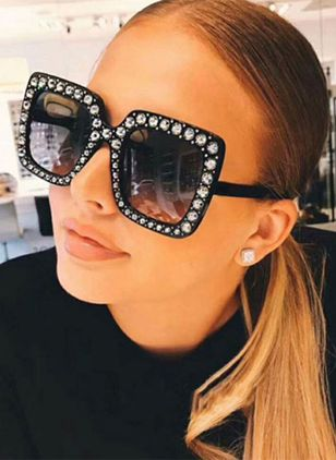 Trendy Sunglasses Sunglasses (1530198)