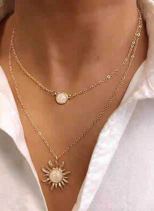 Elegant Floral No Stone Pendant Necklaces (4135043)