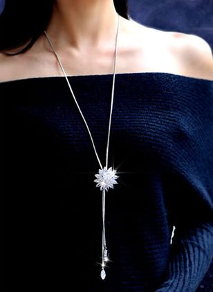 Elegant Floral Crystal Pendant Necklaces (4041227)