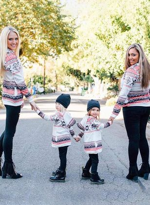 Mommy and Me Geometric Christmas Long Sleeve Family Outfits (120294936)