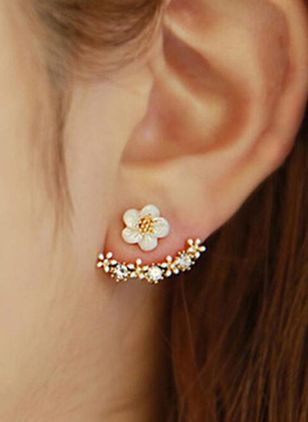 Cute Floral No Stone Stud Earrings (1543016)